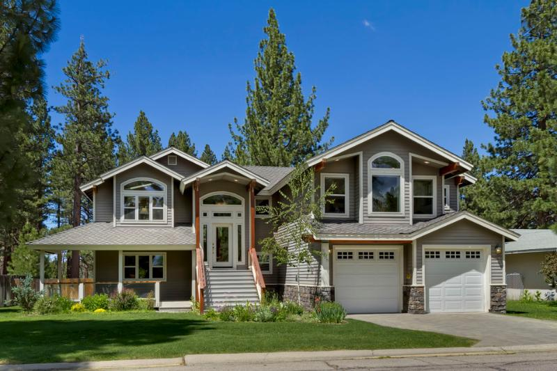 This brand new luxury home backs up to a spacious meadow. - Secluded home near beach with hot tub - Meadow House - South Lake Tahoe - rentals