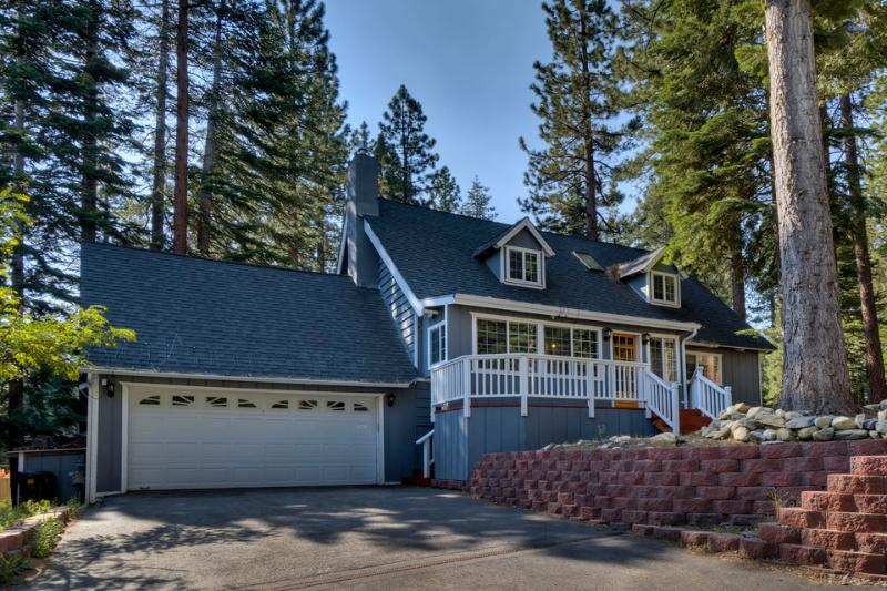 Lone Pine Lodge is located in a wooded neighborhood that's both quiet and central - Home with spacious back deck, grill, hot tub and home theater room - Lone Pine Lodge - South Lake Tahoe - rentals