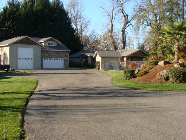 Serene, Riverfront 3BR Home in Grants Pass - Beautiful Location Overlooking the Rogue River - Image 1 - Grants Pass - rentals