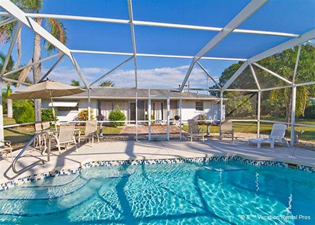 Our Baycrest home on Venice Island is perfect for a family vacay - Baycrest I Rental, private heated pool, lanai, Tile, HDTV, Wifi - Venice - rentals