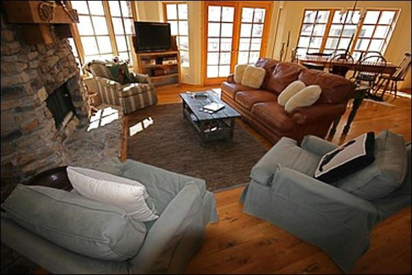 Spacious and Sunny Living Room - Beautiful Mountain Decor - Close to the Golf Course (6114) - Telluride - rentals