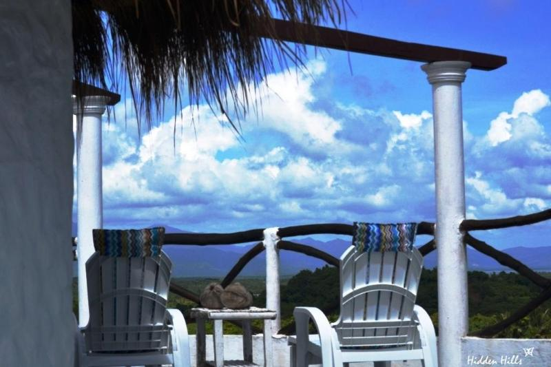 .... deck for two ... or four ... or more ... - HIDDEN HILLS Breathtaking View Stylish & Private - Palawan - rentals