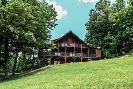 BLUE VIEW CABIN- 3BR/3 BA- LUXURY MOUNTAIN VIEW CABIN THAT SLEEPS 10, OUTDOOR WOOD BURNING FIREPLACE, SAT TV, FOOSBALL TABLE, HOT TUB ON SCREENED IN PORCH! ONLY $165 A NIGHT! - Image 1 - Blue Ridge - rentals