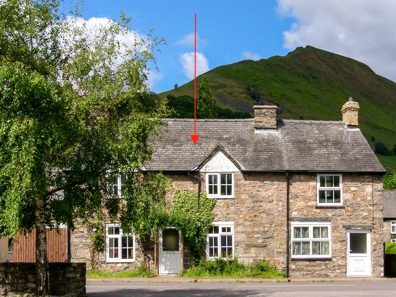 GLOUCESTER HOUSE, pet-friendly cottage with woodburner, close cycling and village pubs in Llangynog Ref 25418 - Image 1 - Llanrhaeadr ym Mochnant - rentals