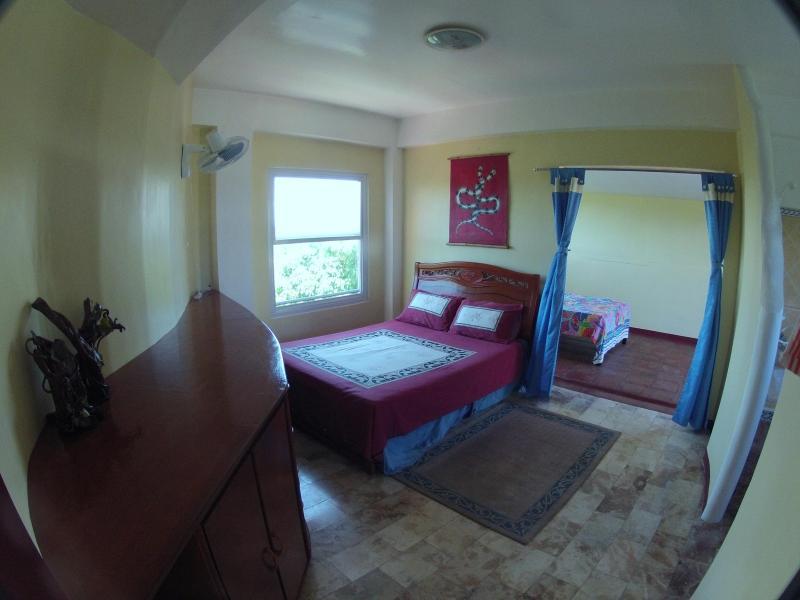Master bedroom - Breezy Apartment Puerto Galera / Sabang - Puerto Galera - rentals