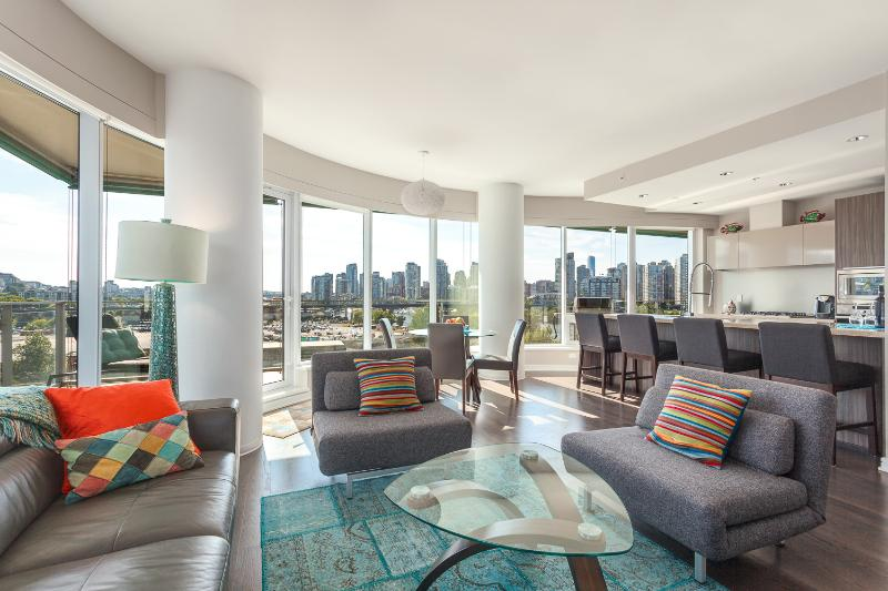 2 Bed 2 Bath +Office Luxury Condo - Stunning View - Image 1 - Vancouver - rentals