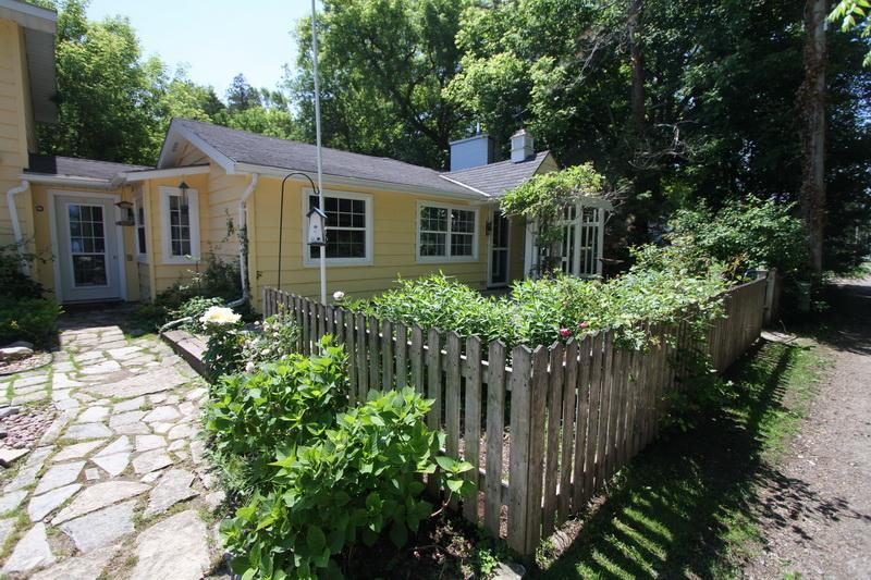 La Casa de La Playa cottage (#884) - Image 1 - Kincardine - rentals