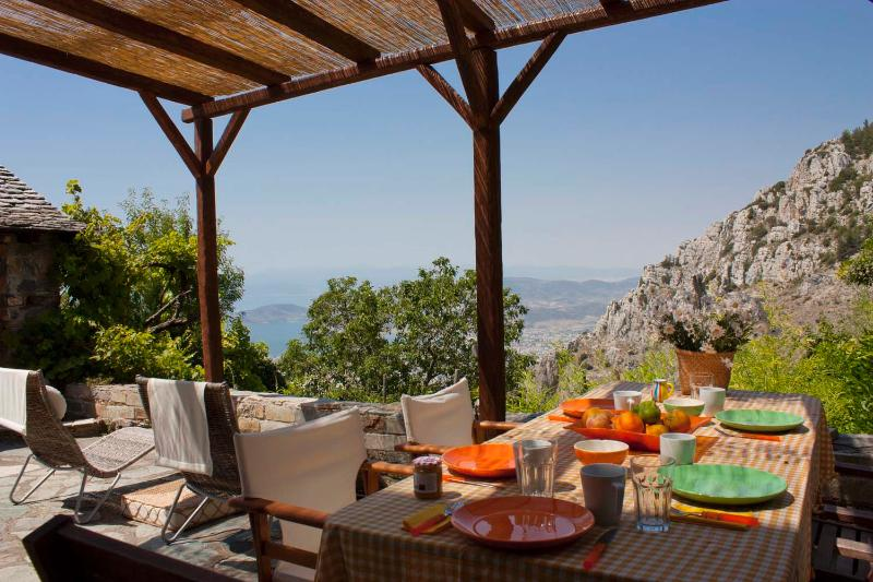 terrace area | day view - Beautiful Stone House in Mount Pelion - Makrinitsa - rentals