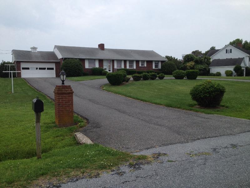 Driveway - Bay Front 3 Bed 2 Bath house Ocean City MD! - Ocean City - rentals