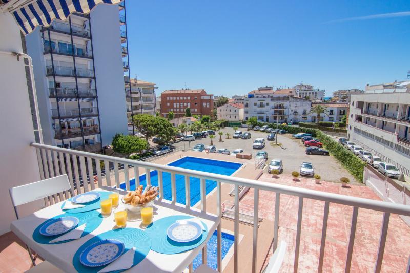 MERMAID Practical apartment with communal pool - Image 1 - Sitges - rentals