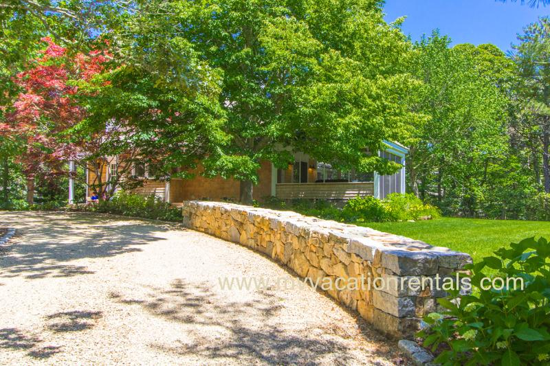 Entry Drive - KILLY - Beautiful Village Area Summer Retreat, Tucked Away on a Quiet Street - Edgartown - rentals