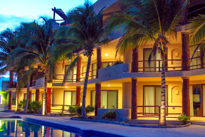 Mahahual pool level Condo #301 Beachfront View - Image 1 - Majahual - rentals