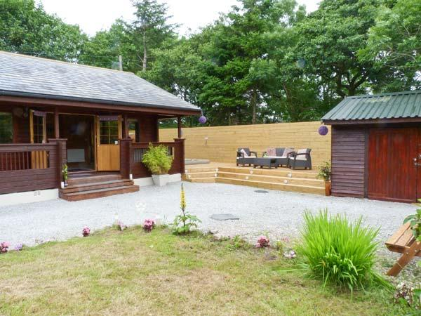GISBURN FOREST LODGE, Hot tub, En-suite bathroom, Ref 29079 - Image 1 - Tosside - rentals