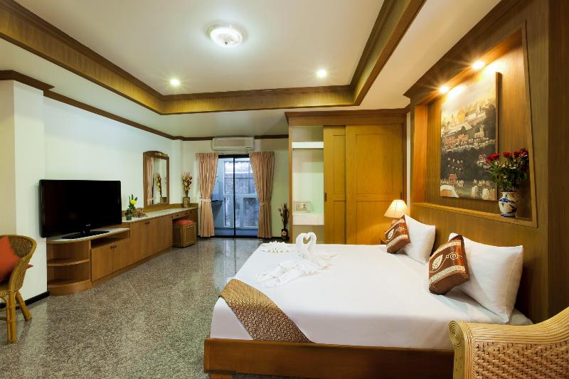 deluxe room for 3 or 4 guests - Self Catering Deluxe for 4, Shared Pool - Patong - rentals