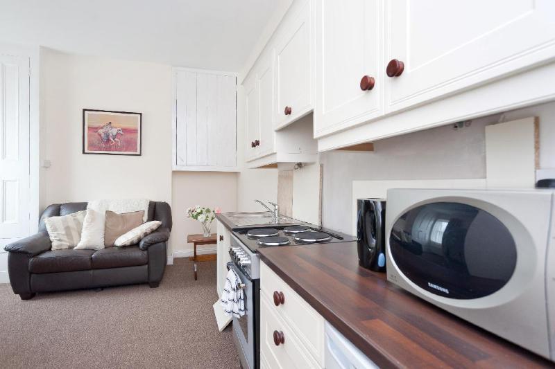 "Fitted Kitchen in ""Parnell"" studio. - ""Parnell"" studio, Kilmainham - Dublin - rentals"