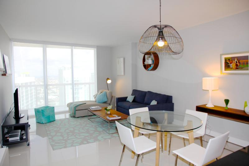 Dining and living areas. Large condo, plenty of light. Clean, modern, very well maintained - W MIAMI RESIDENCES, ICON BRICKELL. VIEWS, FREE WI-FI, SPA, SAUNA. LOCATION... - Brickell - rentals