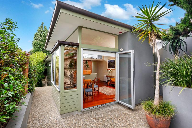 """Clifton Guest Cottage"" - Image 1 - Takapuna - rentals"