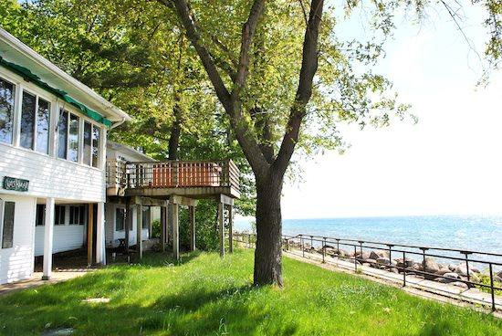Vashmars Front yard with deck - Vashmar - Weekly stays begin on Saturdays - South Haven - rentals
