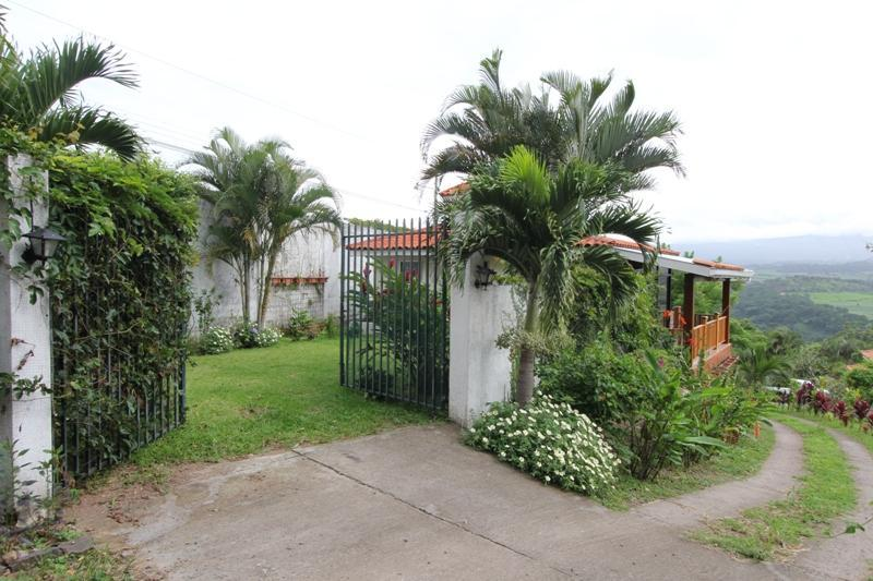 Casita gate and yard, north view - Beautiful Cottage, Spectacular Views of Costa Rica - Atenas - rentals