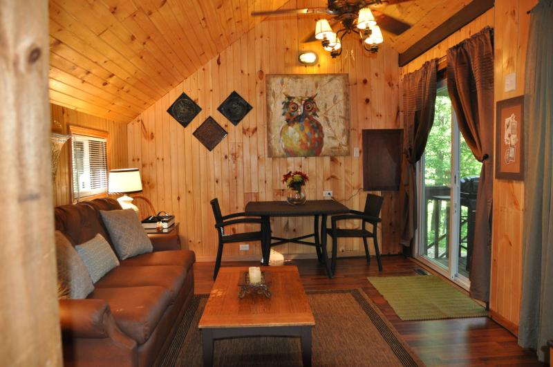 Living Room, Dining table - Lakefront Cottage on Autumn Lake,Great Fishing #2 - Orwell - rentals