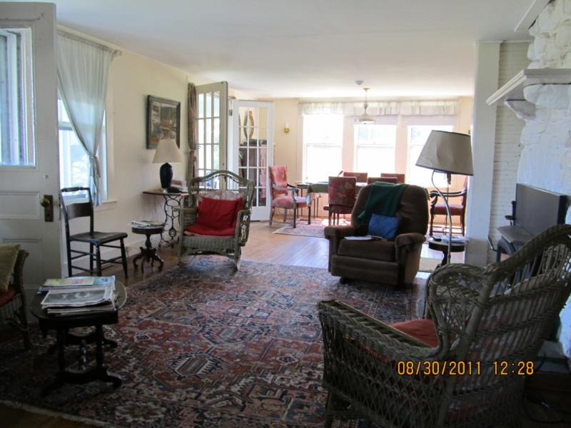 Living Room - Barb's Bungaloo - Maine - rentals