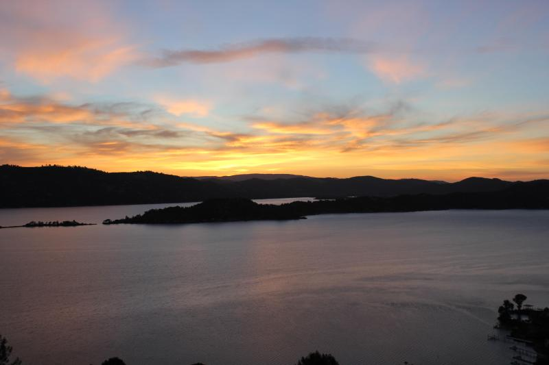sunrise from deck - Lake view vacation house 8256 - Kelseyville - rentals