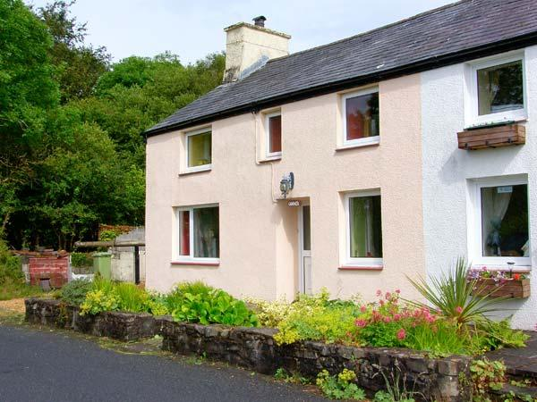 GORWEL, welcoming cottage, with Rayburn, Jacuzzibath, walks from the door, countryside setting, in Aberaeron, Ref 15563 - Image 1 - Aberaeron - rentals