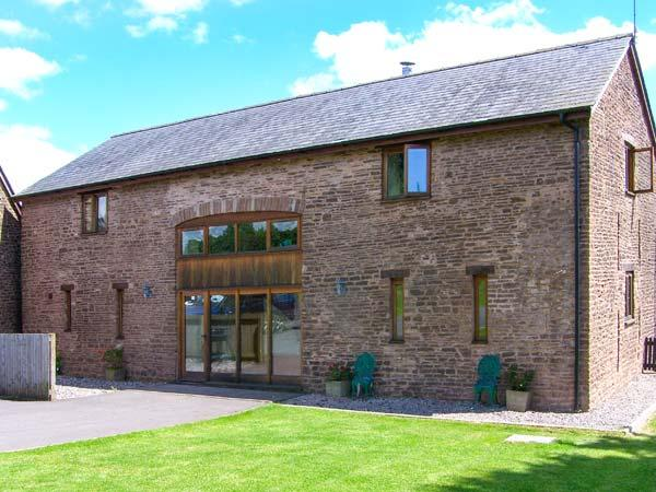 CWRT ST THOMAS, modern barn conversion, WiFi, woodburner, beautiful countryside location near Monmouth, Ref. 913851 - Image 1 - Monmouth - rentals