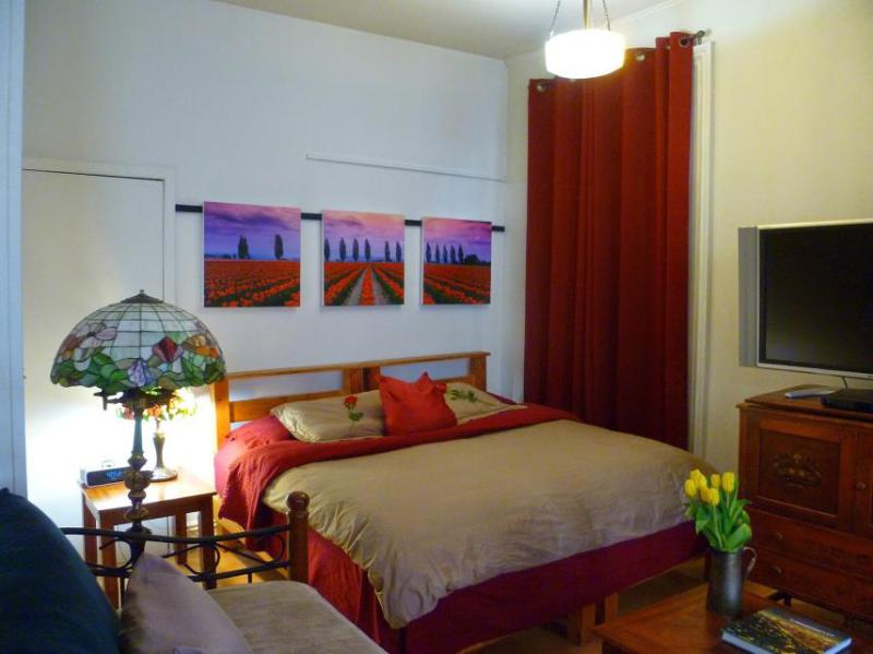 Classic DELIGHTFUL EAST VILLAGE ***+ - Image 1 - New York City - rentals