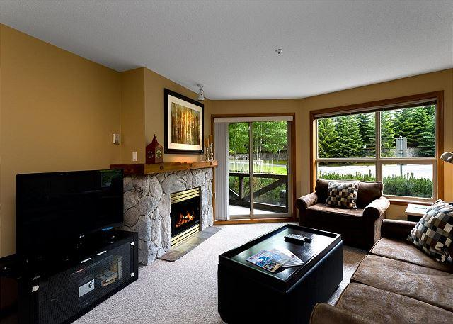 Living Room - Aspens #134, Cozy 1 Bdrm, Ski-in Ski-out, Free Wifi - Whistler - rentals