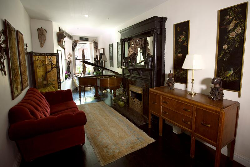 Living Room - Opulent Manhattan Townhouse Apt., Sleeps up to 6 - New York City - rentals