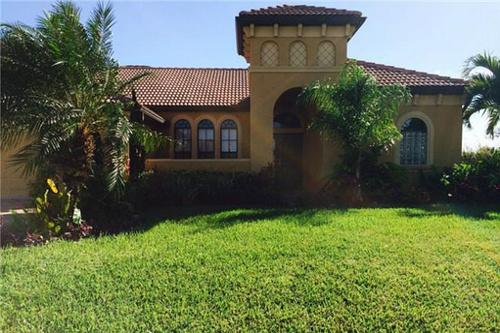 Front of the 4 bedroom house - Cape Coral house faces south overlooking a canal - Cape Coral - rentals