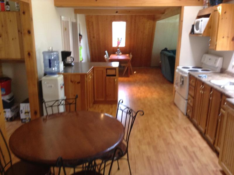 dinette thru kitchen to diningroom and livingroom - spacious family cottage - Gravenhurst - rentals