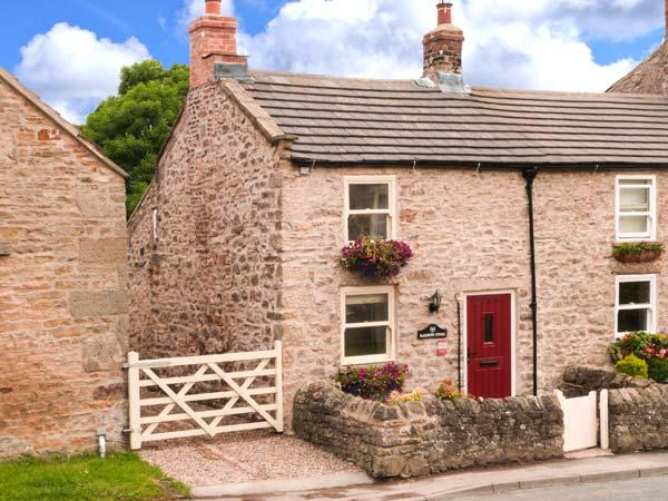 BLACKSMITH'S COTTAGE, pet-friendly romantic cottage near pub in Hudswell Ref 29398 - Image 1 - Hudswell - rentals