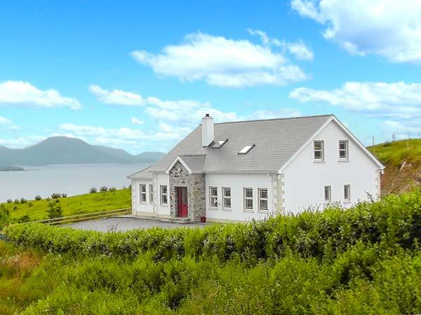 WEST TOWN, fantastic views, multi-fuel stove, WiFi, child-friendly cottage in - Image 1 - Malin Head - rentals