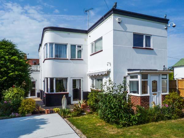 WHITEMANTLE, seaside cottage near beach, WiFi, enclosed garden, sea views, Herne Bay Ref 912238 - Image 1 - Herne Bay - rentals