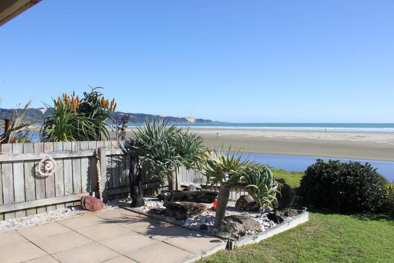 View - AHIPARA TIDES, ABSOLUTE BEACHFRONT 90 MILE BEACH - Ahipara - rentals