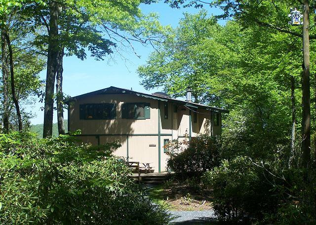 Cabin in the Sky a secluded two level mountain home with great views - Image 1 - Blowing Rock - rentals