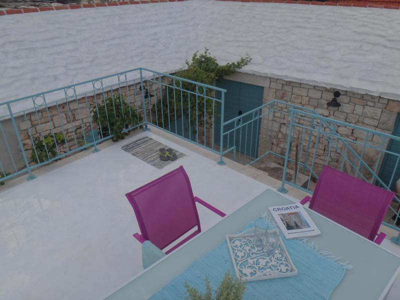 Stone cottage with a pool on the Island of Brac - Image 1 - Cove Puntinak (Selca) - rentals