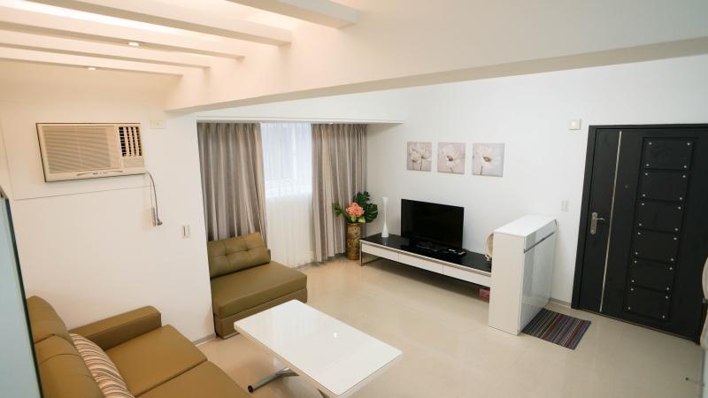 Living room - 3BR❤ Near Taipei 101 & Yong Kong area ❤sleeps 8 - Taipei - rentals