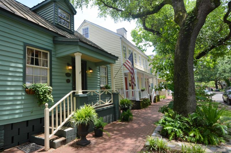 1867 Robert Low Home on Jones SVR00232 - Image 1 - Savannah - rentals