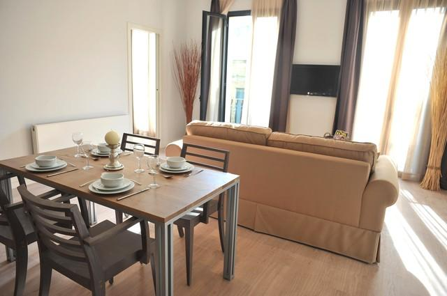Front apartments: lounge / dining area with huge floor to ceiling windows and 2 balconies - not available - Barcelona - rentals