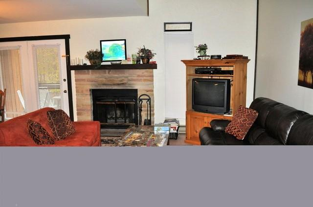 Living room - 357 Laurelwoods~At Big Boulder Lake & Ski Area - Lake Harmony - rentals