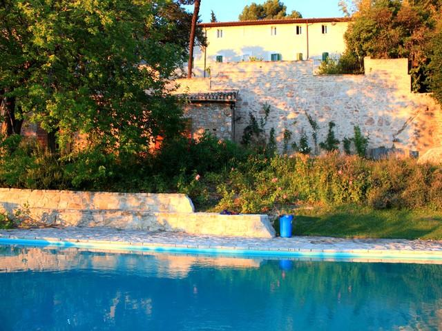Villa Lusso + Manor House in walled grounds at sunset - I Gelsi - 5 miles from central Spoleto - Cortaccione - rentals
