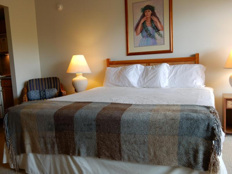 A comfy King Bed where you can see and hear the Ocean waves. - #1Tropical Resort KONA Royal Sea Cliff King Studio - Kailua-Kona - rentals