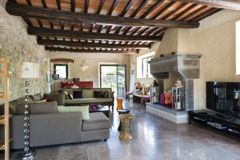 Master Sitting Room with satellite TV, smart TV, terrace, travertine tiles & original art - Luxury Self Catering Villa in Chianti with Heated Pool, top rated reviews. - Gaiole in Chianti - rentals