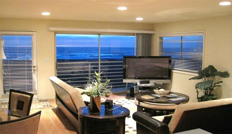 Modern Oceanfront 3 - Ocean Front condo with modern appliances a few blocks from the Pier! - Image 1 - Hermosa Beach - rentals