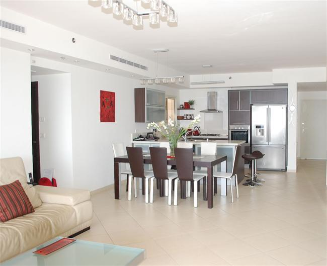 Royal Residence - Stunning 3 bedroom apartment with pool in South Beach, Netanya - PK03KP - Image 1 - Netanya - rentals