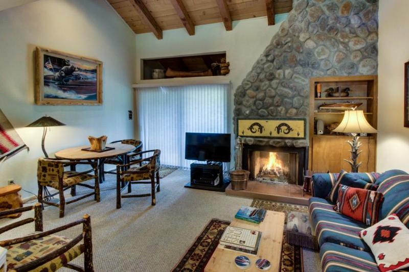 Mountain lodging w/shared pool, hot tub, bocce, & tennis! - Image 1 - Carnelian Bay - rentals