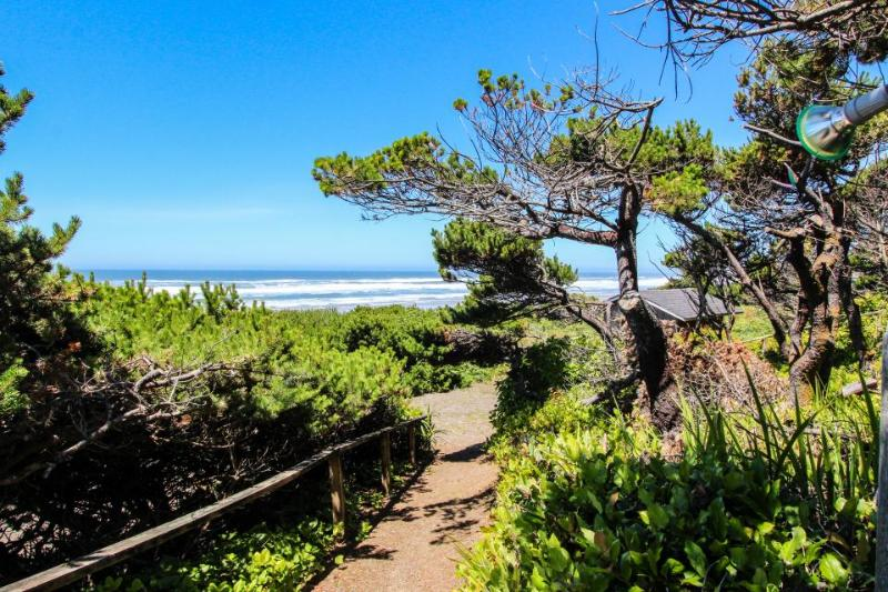 Oceanfront, dog-friendly suite w/ Pacific views and beach access - Image 1 - Waldport - rentals